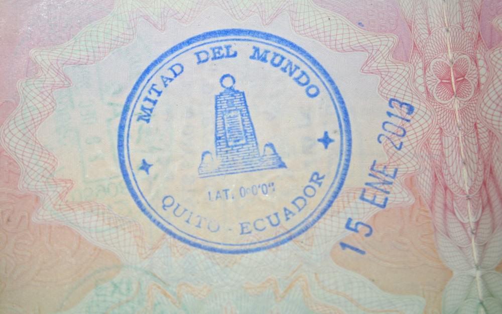 Esta imagen tiene un atributo alt vacío; el nombre del archivo es passport-stamps-equator-1.jpg