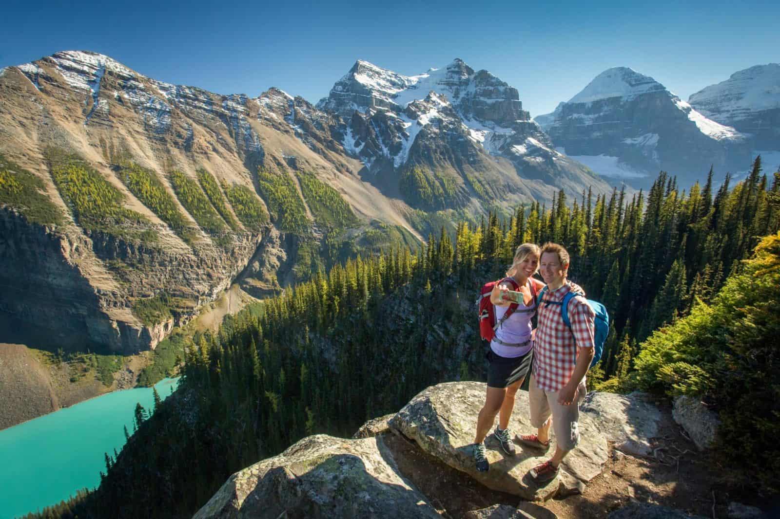 hiking_lake_louise_beehive_paul_zizka_banff