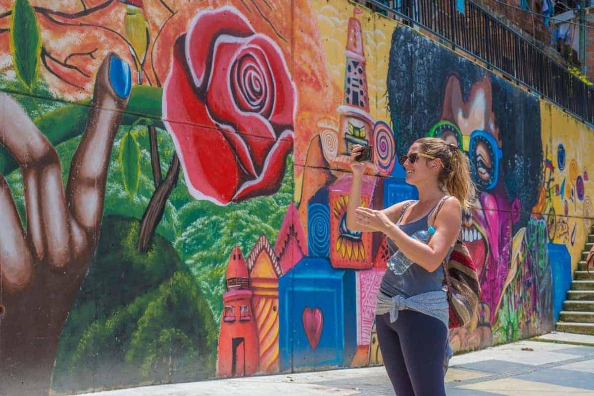 Medellin-Graffiti-Tour-Storytellers