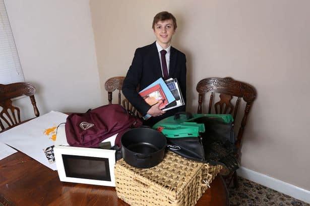 imagen 0 PAY School Bags Banned 28 TRIANGLENEWS 1