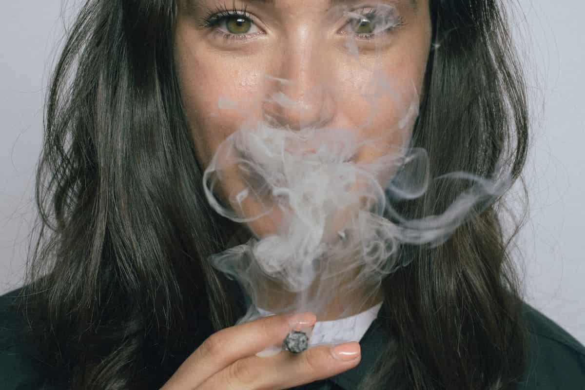 Fumar marihuana antes de subir al avión