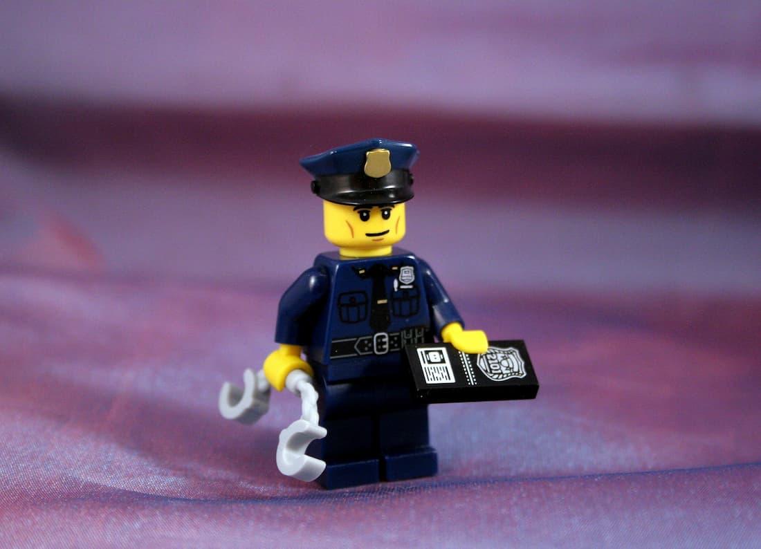 ¿Qué debo hacer si me detiene la policía en el extranjero?