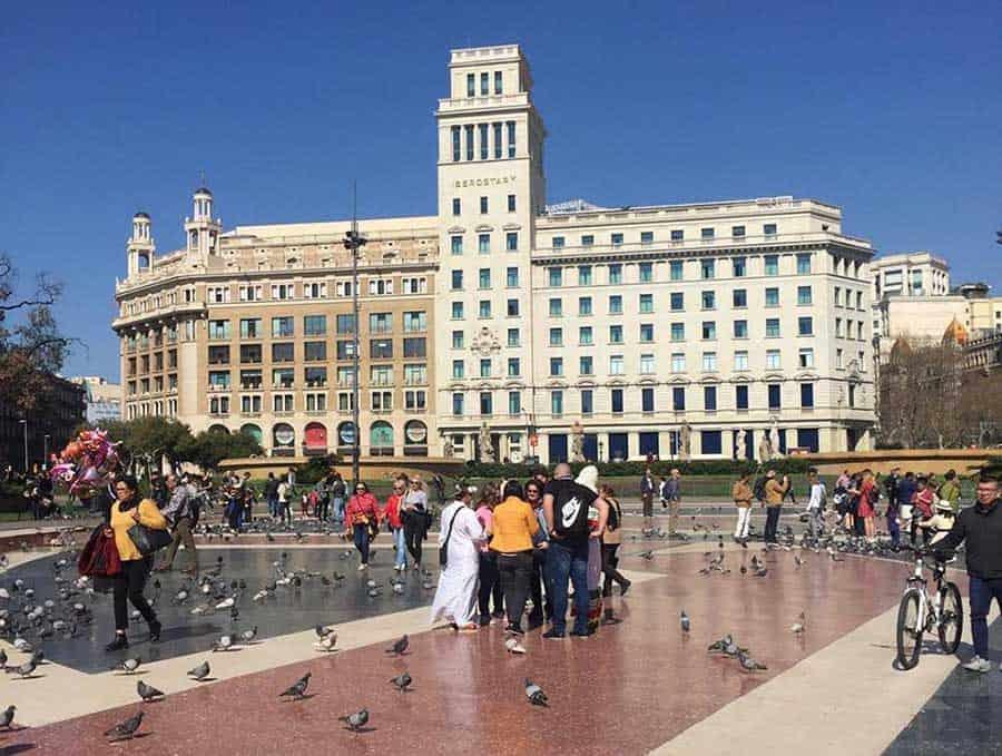 que conocer en Barcelona plaza catalunya edit