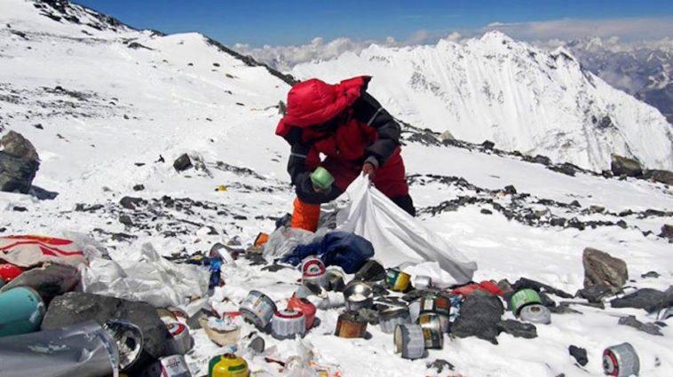 Imagen Collect Trash Nepal