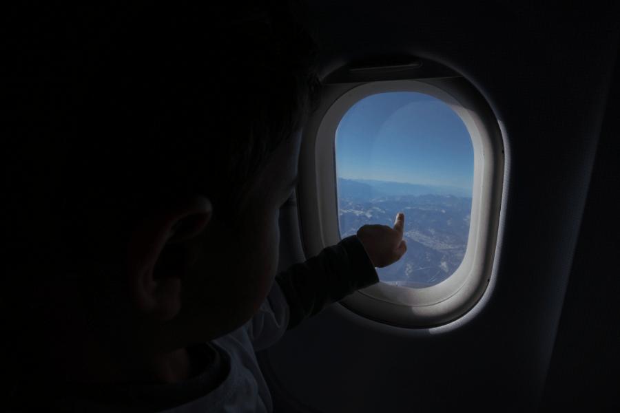Volar por primera vez: Sky Airline sorprendió a un niño para demostrarle que el cielo está al alcance de todos