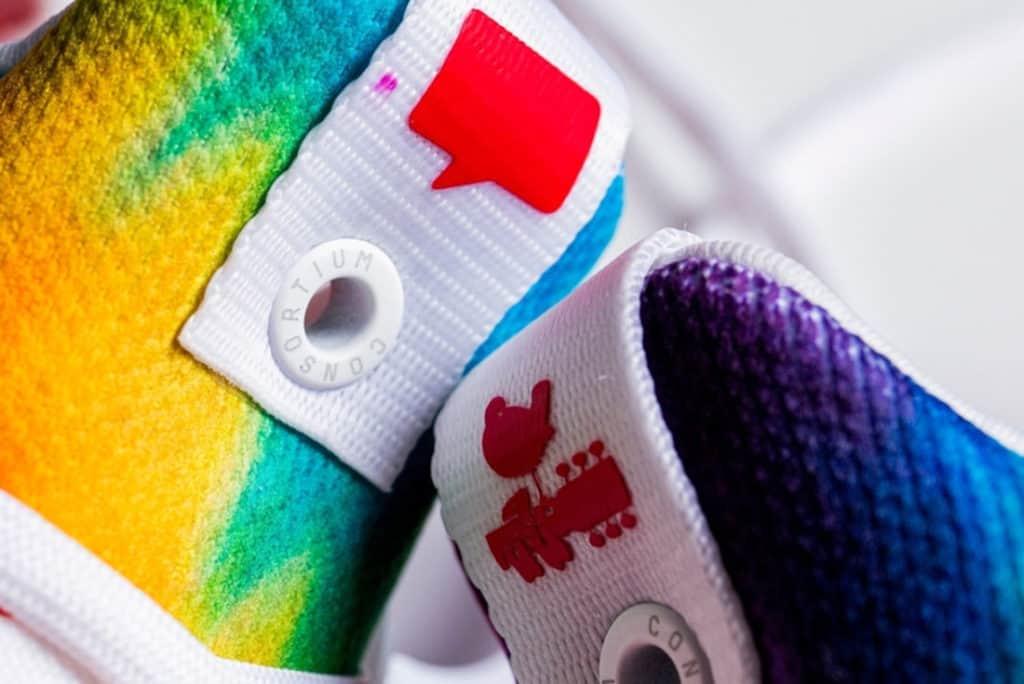Adidas lanza tenis con efecto batik, inspiradas en Woodstock