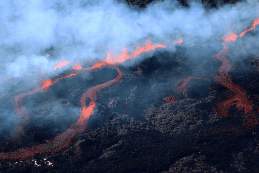 [Video] Francia: Nueva erupción del Volcán Pitón de la Fournaise, el más activo en Isla La Reunión