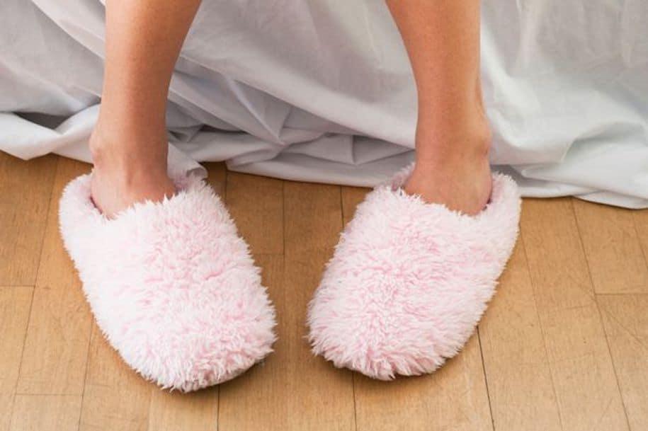 0_Woman-wearing-slippers