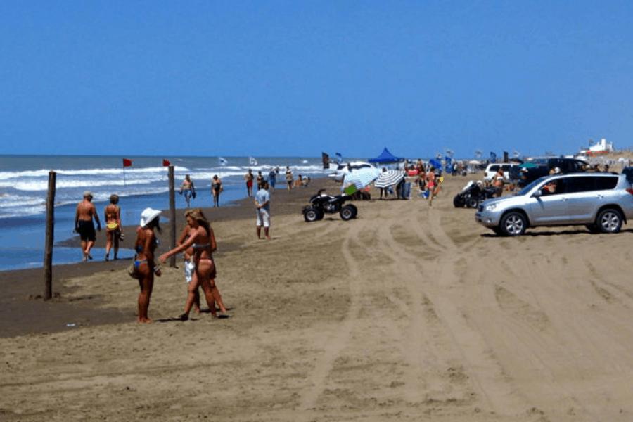 Argentina: Esta ciudad prohibirá fumar en sus playas para evitar la contaminación de colillas