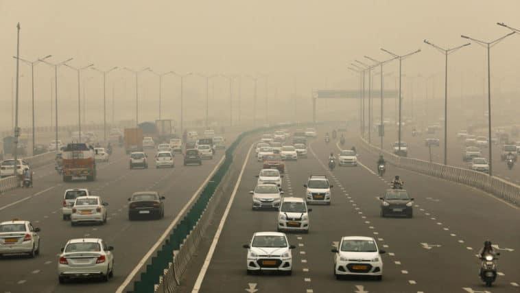"""Crean un """"bar de oxígeno"""" para respirar aire limpio en la India"""