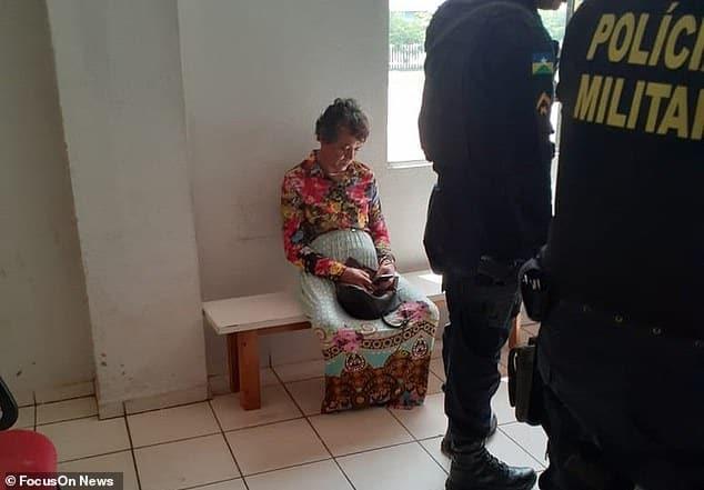 [Brasil] Se disfrazó como su mamá de 60 años para que pudiera pasar el examen de conducir