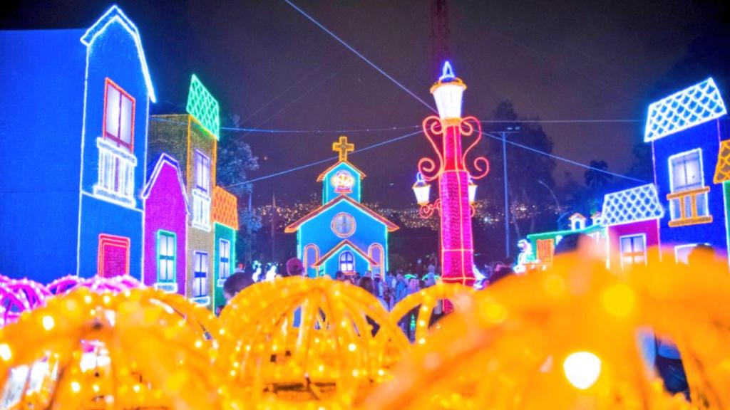 Medellín encendió los alumbrados navideños: más de 27 millones de luces vestirán la ciudad hasta enero