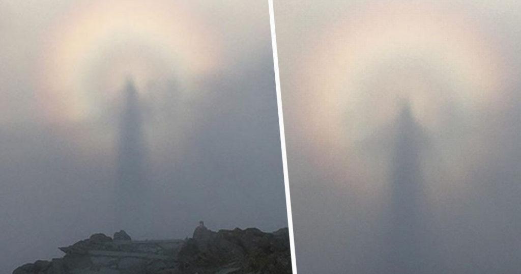 Hombre capturó un extraño fenómeno en el cielo mientras fotografiaba el amanecer en una montaña en Gales