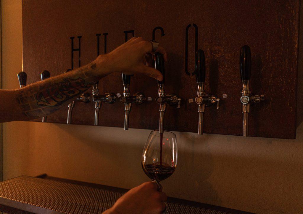 Cortes argentinos, ahumados americanos y vinos tirados: las parrillas se abren a nuevos rumbos