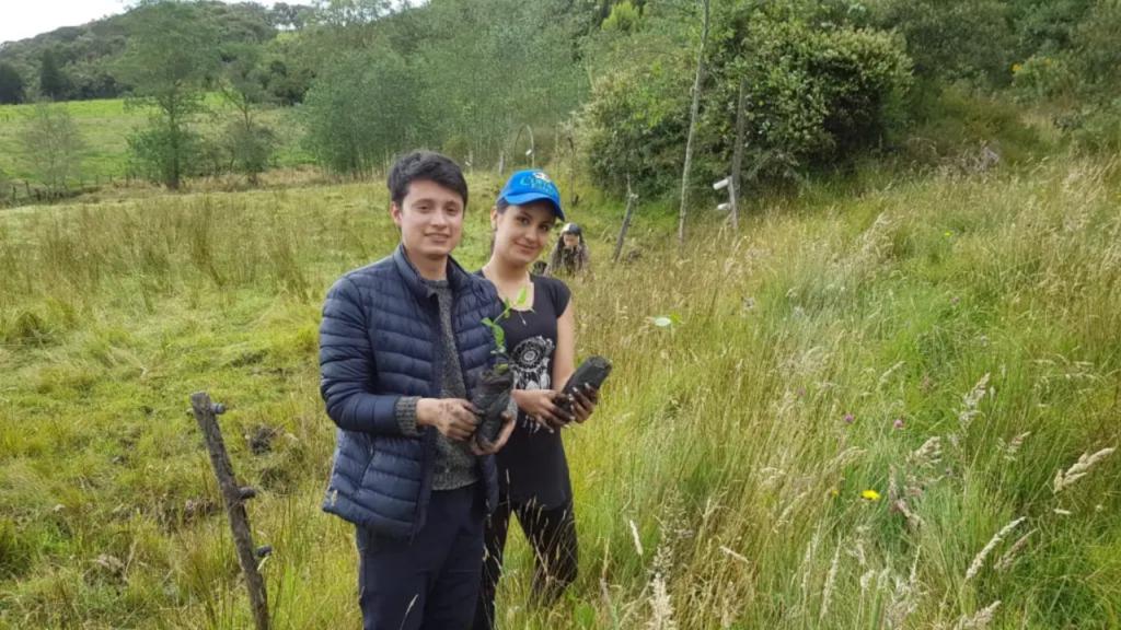 Colombia: Un joven propone que sea requisito plantar un árbol para graduarse de la escuela y universidad