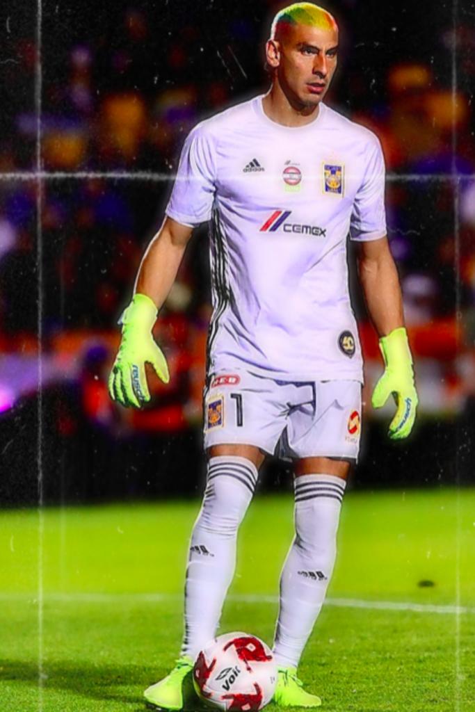 México: Un jugador de fútbol lució su cabello con los colores del orgullo LGBTI mostrándose en contra de la homofobia en el fútbol