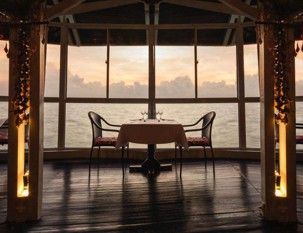 cena sobre el mar decameron san andres