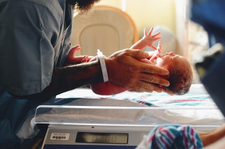Finlandia acaba de igualar la licencia de maternidad: 7 meses para cada padre