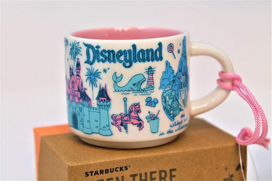 Starbucks ofrece una colección de 6 tazas inspiradas en los parques de Disney (¡y vas a querer todas!)