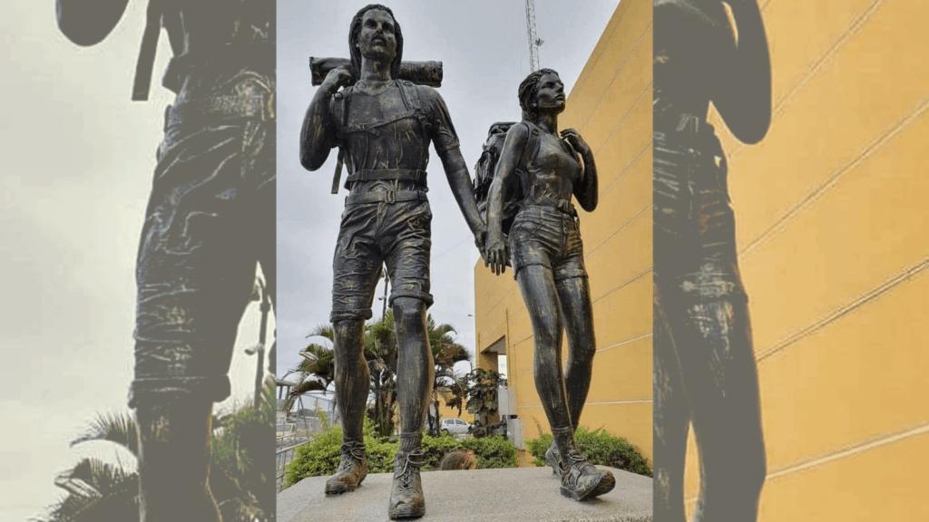 Ecuador conmemora a los mochileros con una increíble escultura y se convierte en el primes país de Sudamérica en rendirles homenaje