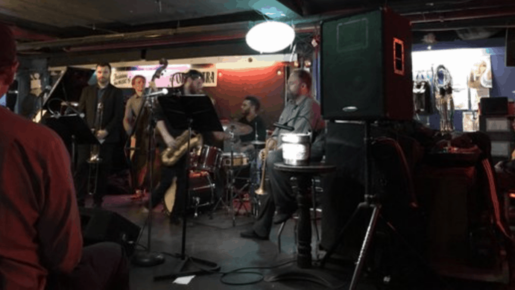 bares y restaurantes ocultos de New York The fat cat