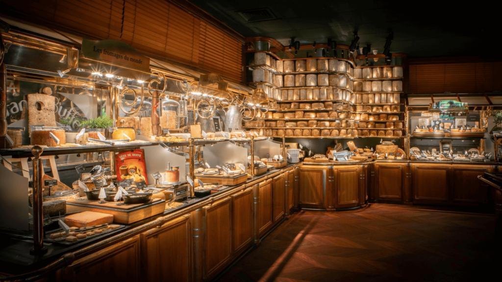 Así luce Les Grands Buffets, un restaurante francés récord por presentar el surtido de quesos más grande del mundo