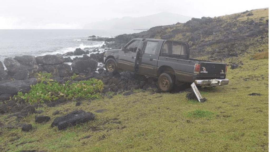 Un chileno residente en Isla de Pascua fue detenido por chocar con su camioneta a una figura Moai