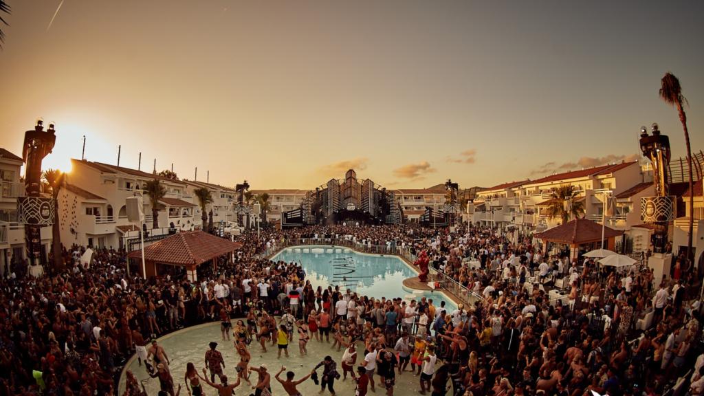 imagen Este hotel en Ibiza crea un paquete de fiestas de divorcio para personas reci%C3%A9n solteras y sus amigos 5