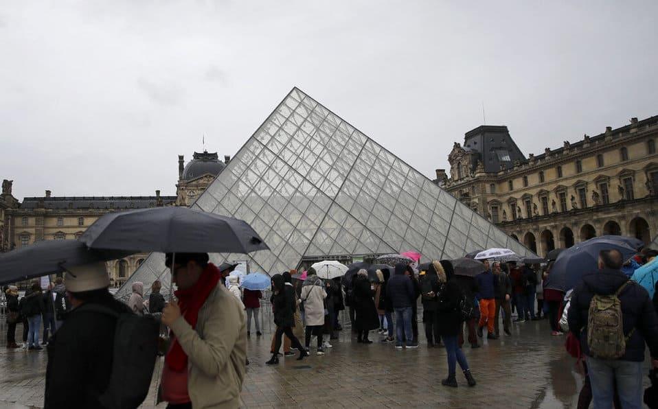 El museo del Louvre reabre sus puertas, aunque no descarta próximos cierres por la crisis del Coronavirus
