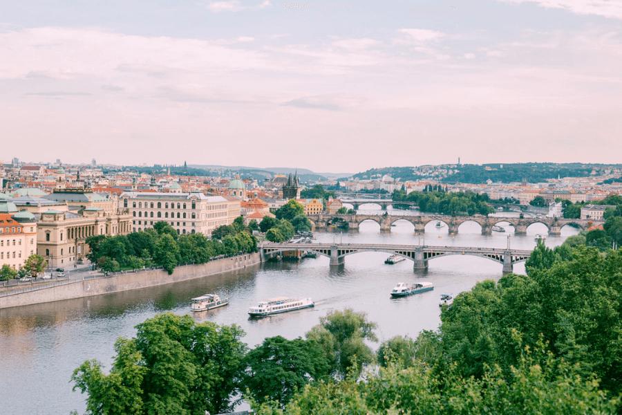 Praga ha sido elegida como el mejor destino para viajar sola en 2020: conoce cuáles son sus atributos » Intriper.