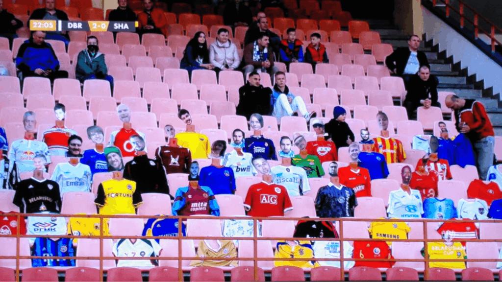 imagen Vendieron entradas virtuales para asistir a un partido de f%C3%BAtbol y armaron maniqu%C3%ADes con las caras de los hinchas 1