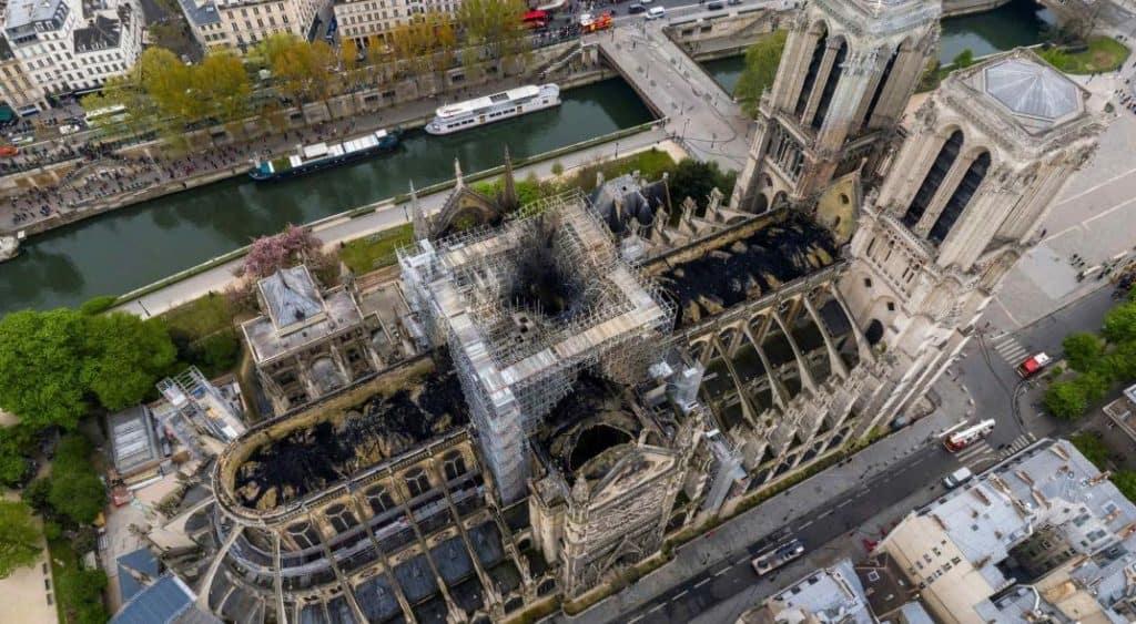 Poco a poco Notre Dame está volviendo lentamente a lo que era antes