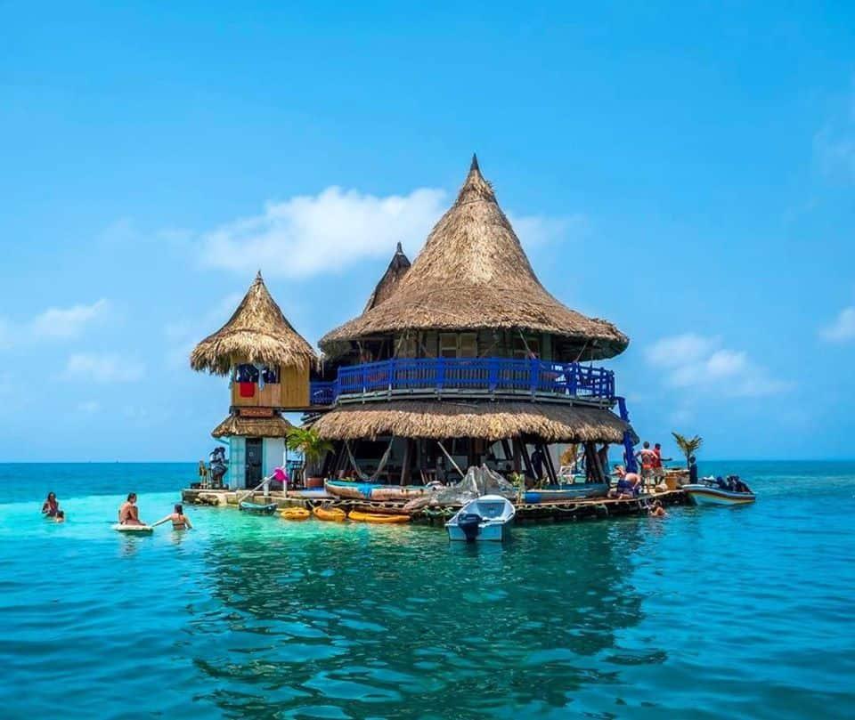 casa en el agua Descubre Casa en el agua un eco hostel colombiano rodeado completamente por el mar Caribe 3 1