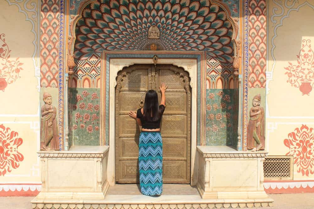 India what to wear in india female travel fashion tips jaipur palace