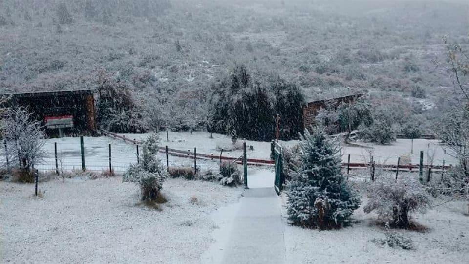 imagen En aislamiento y sin turistas Bariloche recibi%C3%B3 su primera nevada del a%C3%B1o