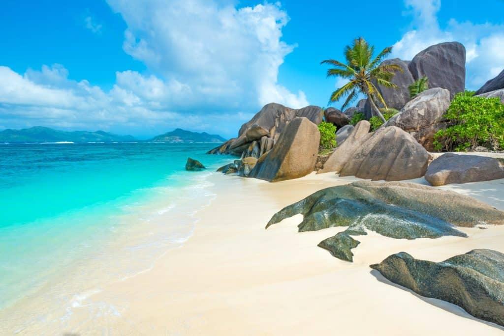 imagen beach seychelles lonelyplanet 32af2dc7fd07