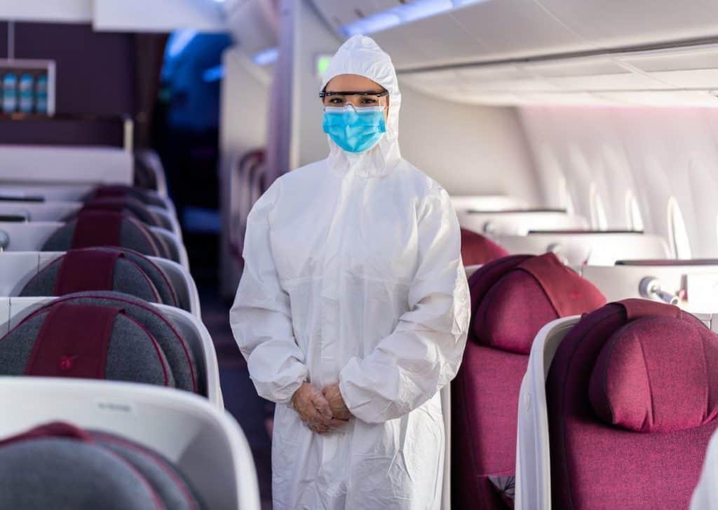 Las azafatas de Qatar Airways llevarán equipo de protección personal completo