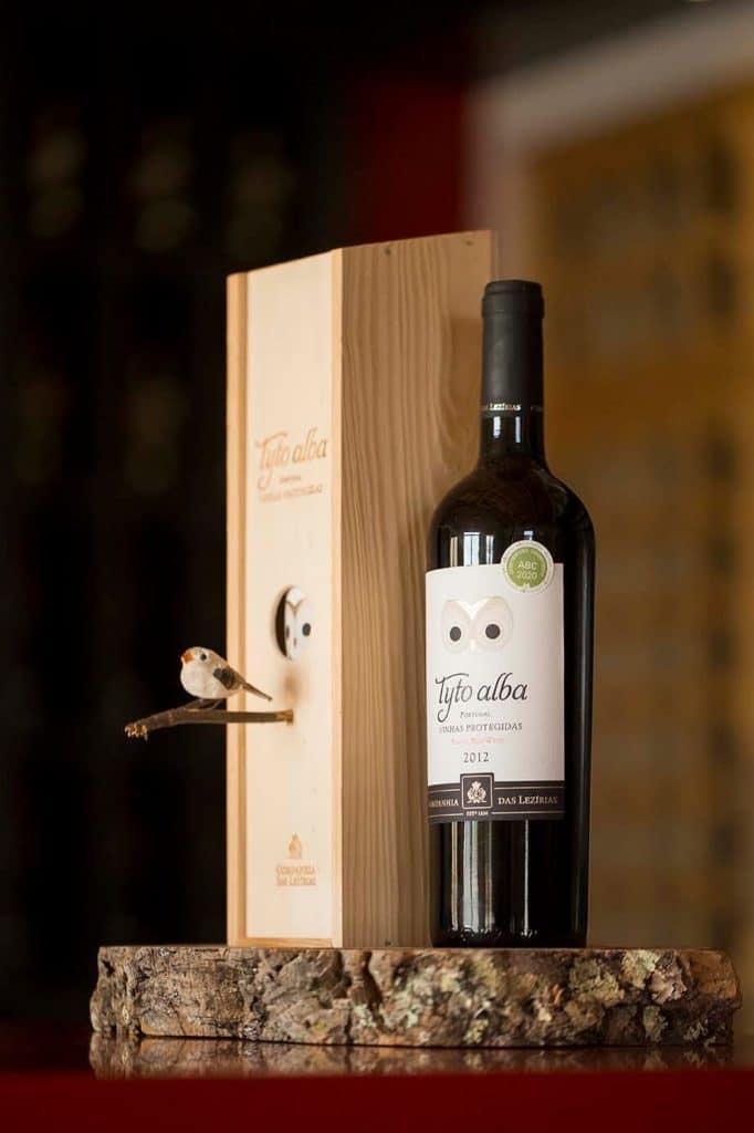 Esta caja de vino se convierte en una casa para pájaros