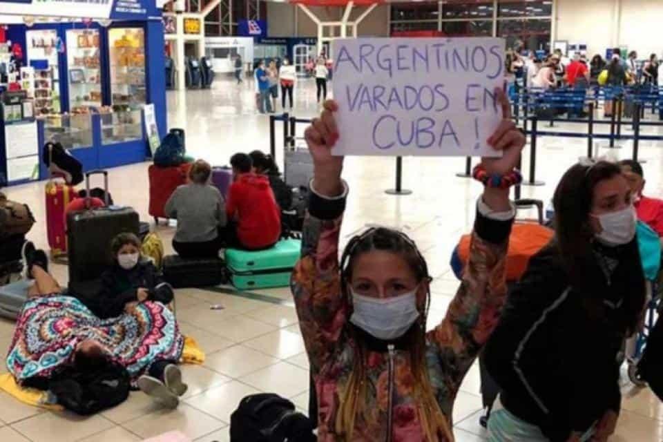 Autorizaron a familias argentinas a viajar para conocer a sus hijos recién nacidos a través de subrogación de vientre