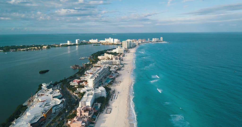 Quintana Roo reabrió playas y espacios públicos tras disminuir el riesgo de contagio de coronavirus