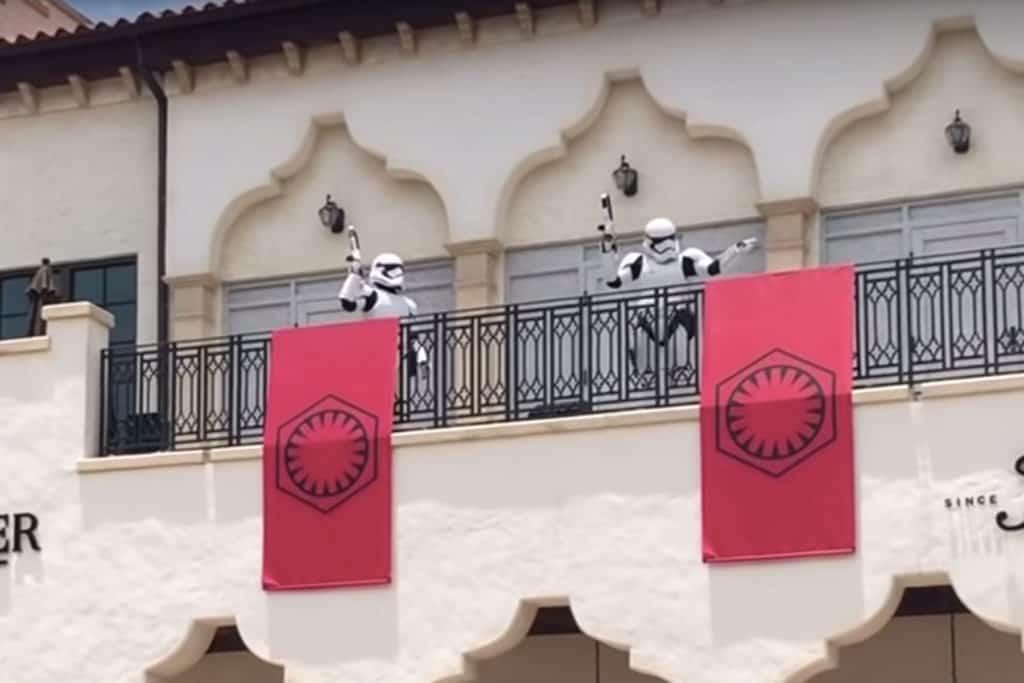 Stormtroopers recorren Disney Springs para encargarse de garantizar la distancia social