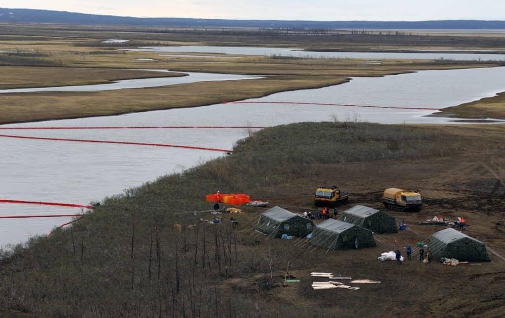 Declaran estado de emergencia en Rusia debido a una fuga masiva de combustible que contamina al río Ártico