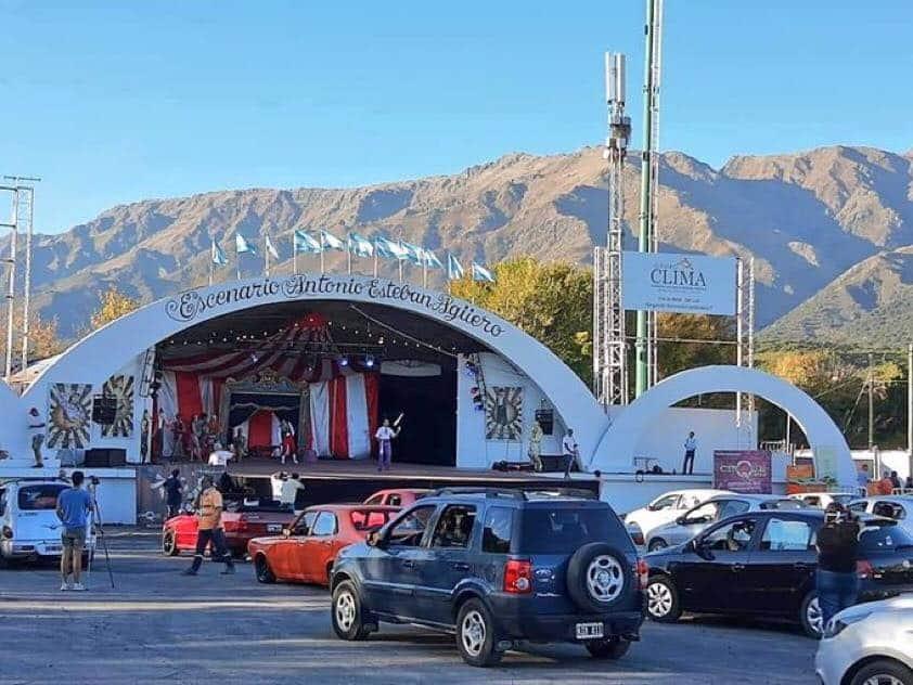 En-esta-localidad-argentina-transformaron-un-circo-en-autocirco-para-ayudar-a-entretener-a-los-niños-en-tiempos-de-Covid-19-3