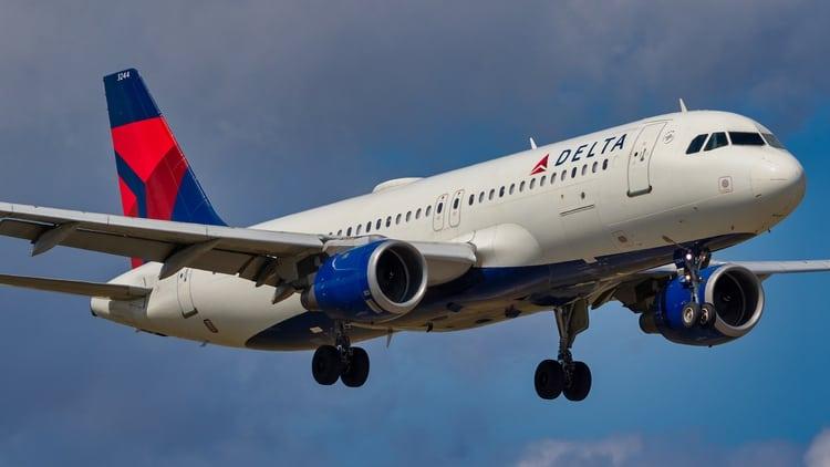 Delta anuncia el bloqueo en los asientos del medio en sus aviones al menos hasta el 30 de septiembre 1