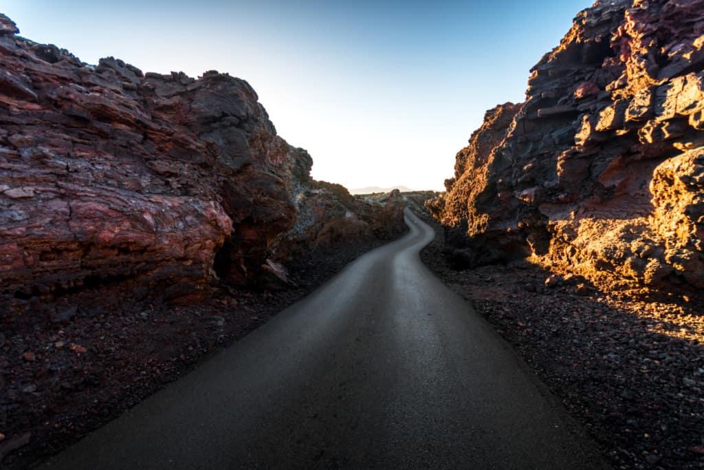 imagen Parque Nacional de Timanfaya Explora el Parque Nacional de Timanfaya una ruta de volcanes en las Islas Canarias 4
