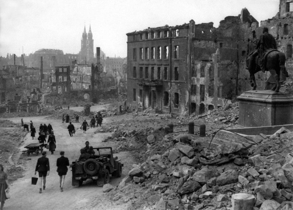 imagen Nuremberg in ruins 1945 HD SN 99 02987