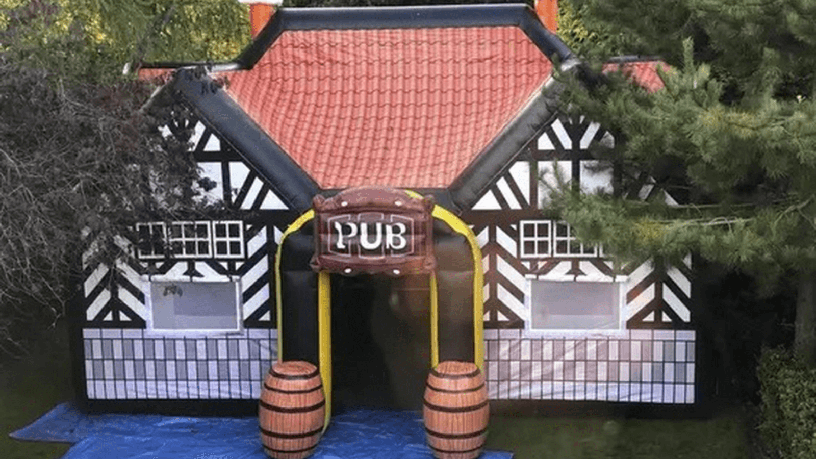 Inglaterra Reportan un boom de renta de bares inflables para divertirse cumpliendo con el distanciamiento social 1