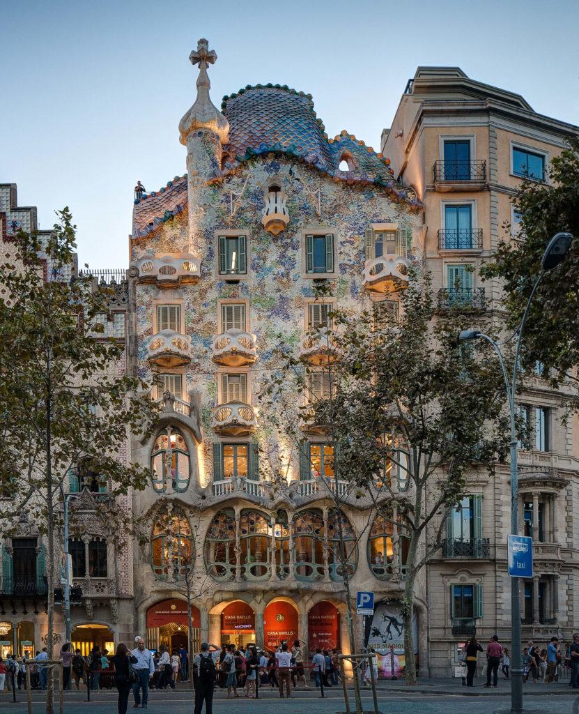 Casa Batlló cierra sus puertas tras actos de vandalismo y disturbios en medio de una protesta laboral
