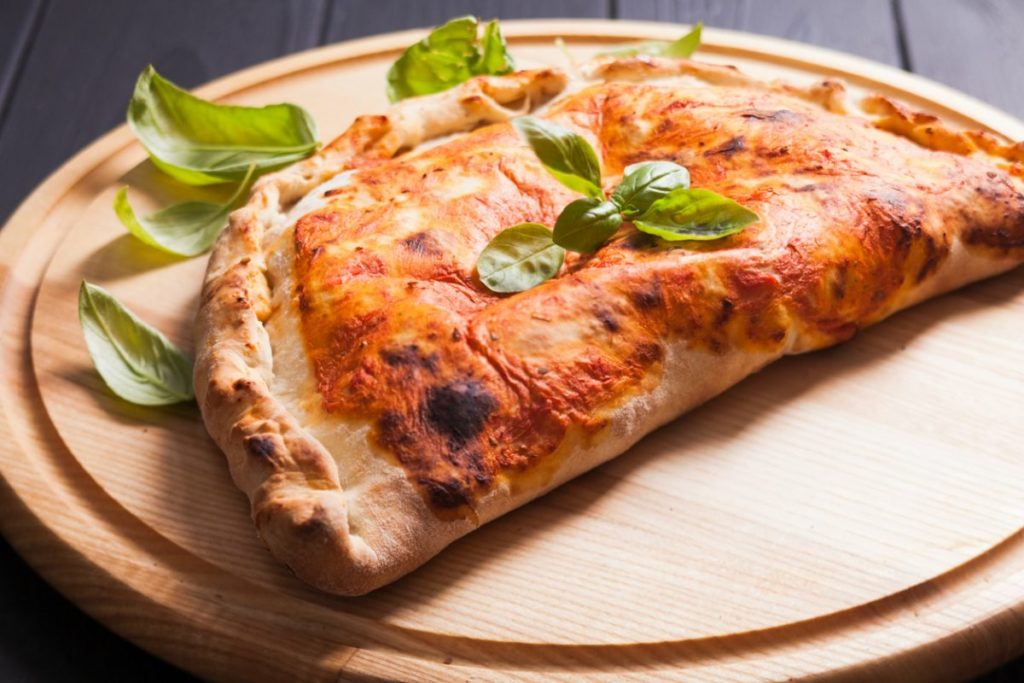 10 estilos de pizza: pizza calzone