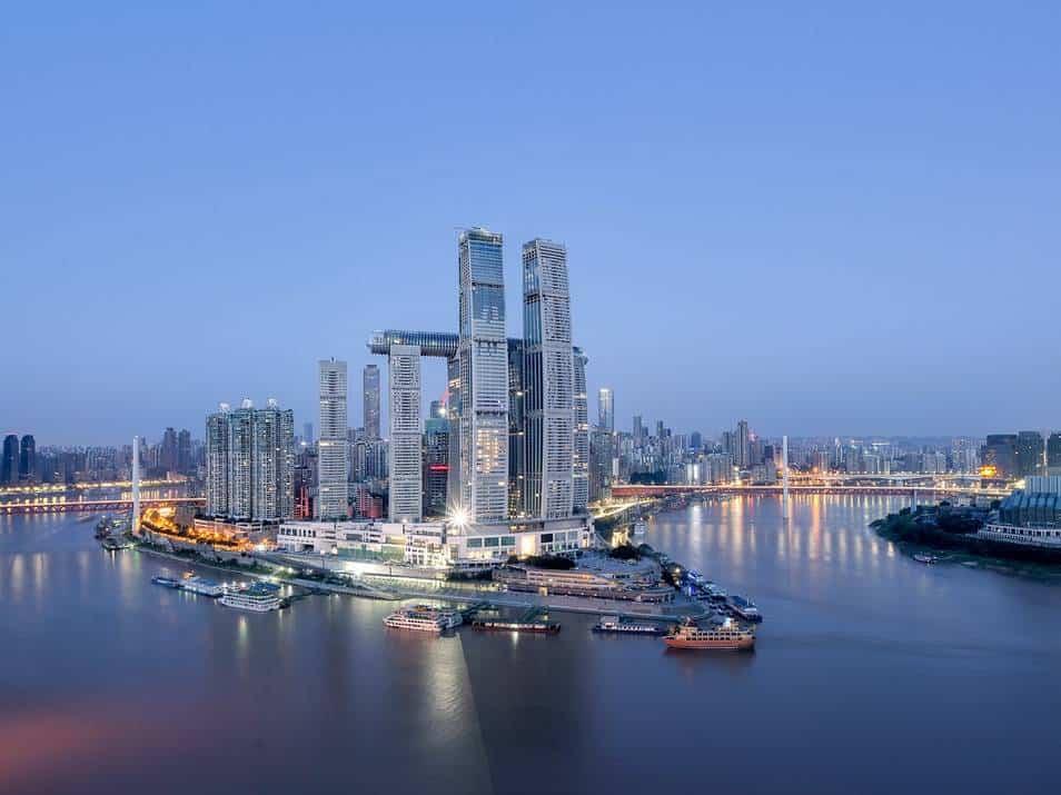 Este nuevo rascacielos horizontal se une para crear el puente aéreo más alto del mundo 1